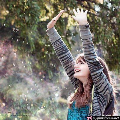 http://mypinkdream4.persiangig.com/image/baran/girl,smile,summer,feeling,happy,rain-5c39574e2d346bcc555340a36cf6f4ab_h.jpg
